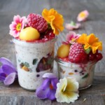 Simple Overnight Oats with fresh fruits and edible flowers. Vegan, kids-friendly. Recipe on www.breakfastwithflowers.com