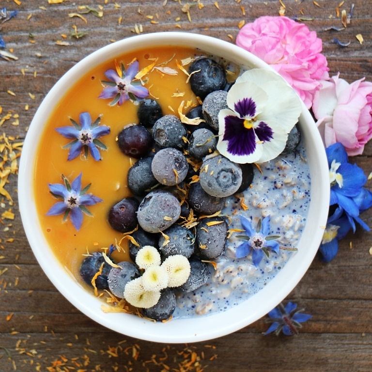 Blue Overnight Oats with Wild Hibiscus and Mango Puree, gluten-free and vegan. More recipes on breakfastwithflowers.com