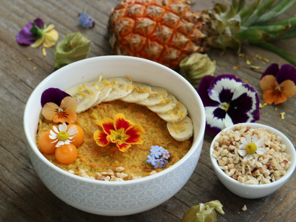 Creamy Carrot Cake Porridge with Pineapples and Almonds. More inspiritaions on breakfastwithflowers.com.